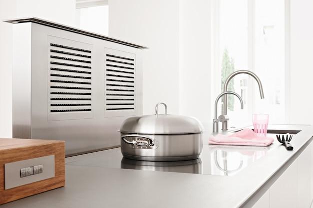 Современный дизайн интерьера кухни в стиле минимализм