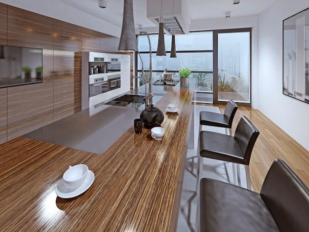 Современная кухня с использованием фасада из зебрано с кожаными барными стульями.