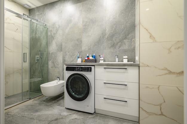 Современная большая роскошная мраморная ванная комната