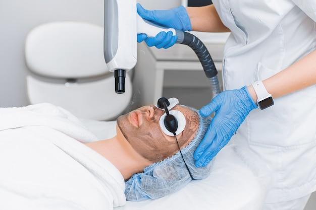 Современная лазерная аппаратная косметология. омоложение кожи с помощью лазерного пилинга.