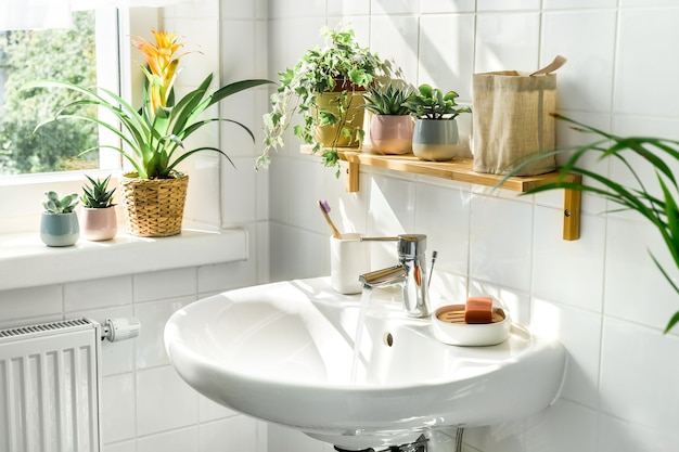 친환경적인 스타일의 모던한 조명 욕실