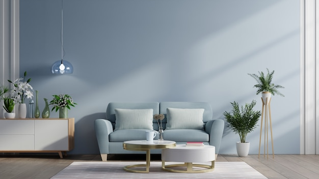 소파와 녹색 식물, 램프, 어두운 파란색 벽 배경에 테이블 현대 거실 인테리어.