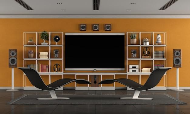 Современная гостиная с домашним кинотеатром с большим плоским экраном