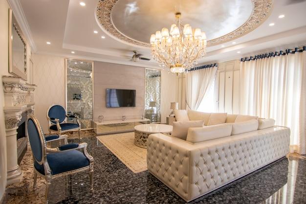 Modern and luxury dinning room
