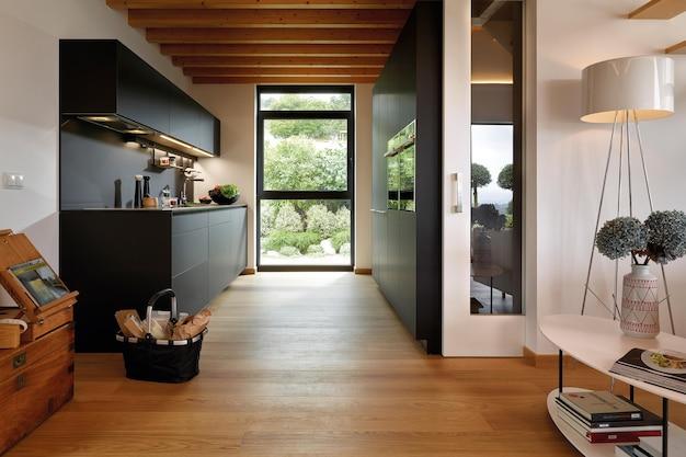 최소한의 스타일로 현대적인 고급 주방 인테리어 디자인
