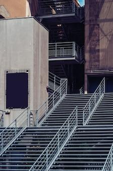 현대 금속 계단