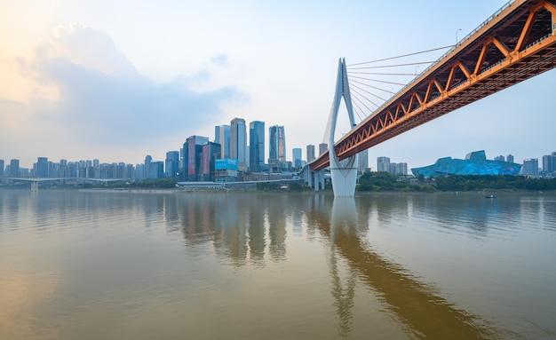 現代の大都市のスカイライン、重慶、中国