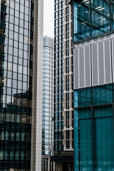 Edifici per uffici moderni in città