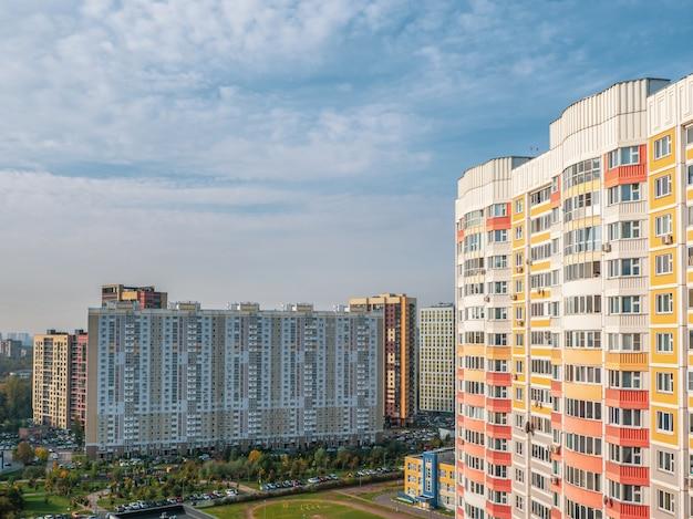 モスクワの家族のための近代的な住宅団地