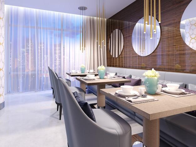 Современный ресторан с деревянной декоративной стеной и круглыми зеркалами. золотые подвесные светильники. фиолетовый диван и стулья со столами. обслуживаемые столы. 3d-рендеринг.
