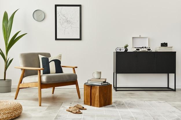 デザインのグレーのアームチェア、コーヒー テーブル、植物を使ったホーム インテリアのモダンなレトロなコンセプト