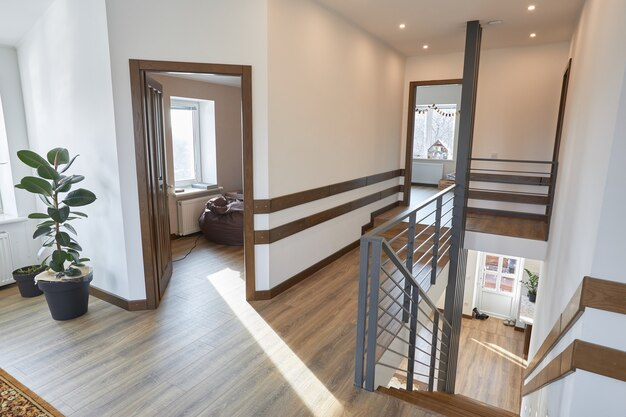 現代のスカンジナビアの家のインテリアハウスのデザイン