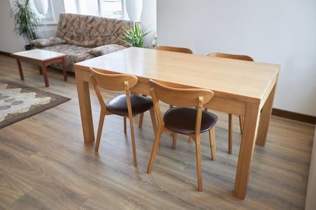 홈 인테리어 하우스 디자인에 현대 스칸디나비아 테이블