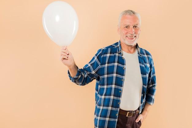 現代の老人、風船