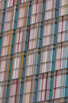 배경으로 현대 마천루 외관 벽