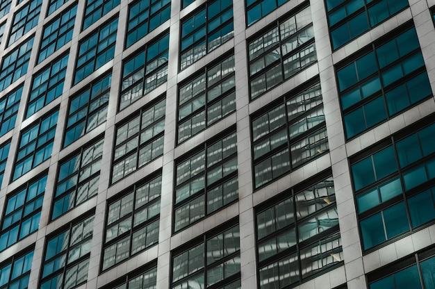 日本のビジネス地区の近代的な高層ビル