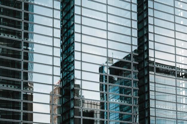Современные небоскребы в деловом районе японии