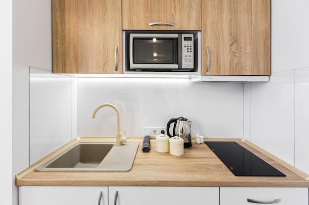 Современная маленькая кухня