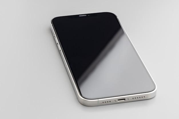 회색에 검은 화면이 현대 스마트 폰