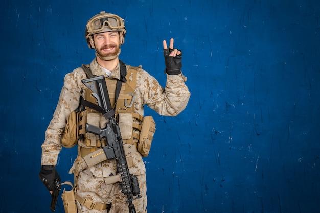 총을 가진 현대 군인