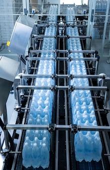 음료 공장의 포장 라인을 위한 현대적인 스트래핑 및 운송 기계