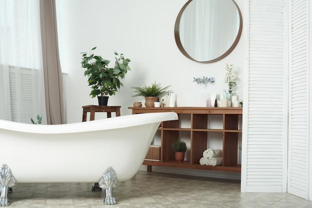 Современная стильная ванная комната в современной квартире
