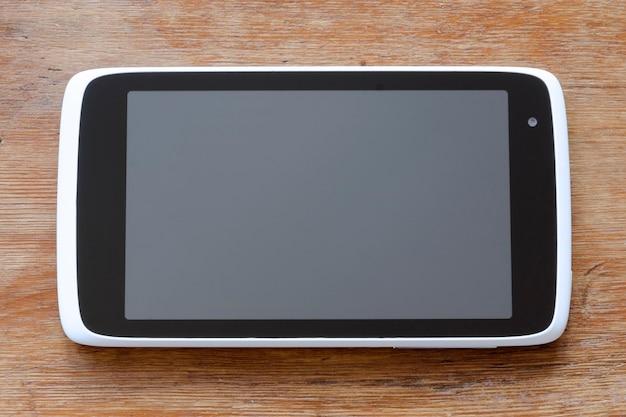 빈티지 나무 배경에 현대 태블릿 pc
