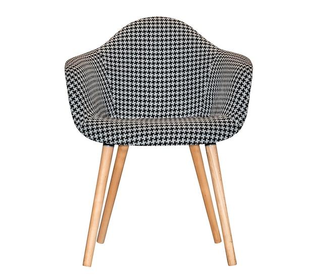 Современный текстильный стул в черно-белом шахматном узоре изолированы