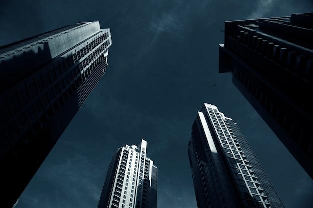 高層ビルの近代的な塔