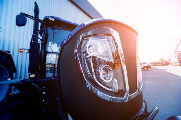 現代のトラクターキャビンの外観。農業展覧会。