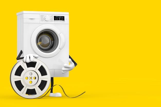 黄色の背景にフィルムリールシネマテープを備えたモダンな白い洗濯機のキャラクターマスコット。 3dレンダリング