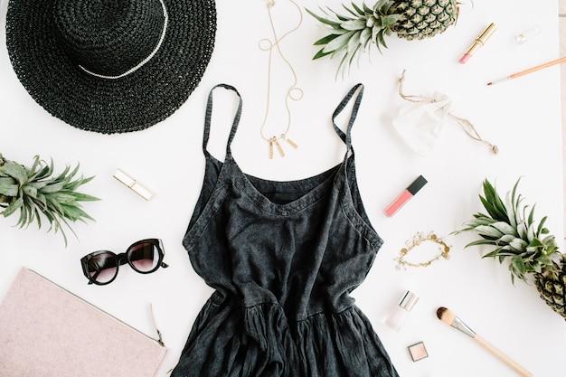 現代の女性の服やアクセサリーのコラージュ。ドレス、サングラス、帽子、財布、口紅、パイナップル
