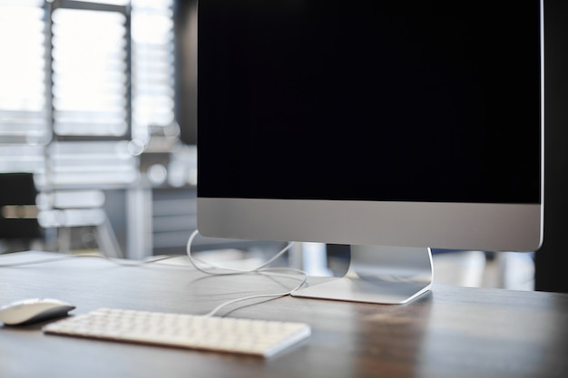 Современное рабочее место. место работы офиса для дизайнера. минимальная площадь рабочего стола для продуктивной работы. концепция увольнения.