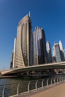 Современный город роскошного центра дубая, объединенные арабские эмираты