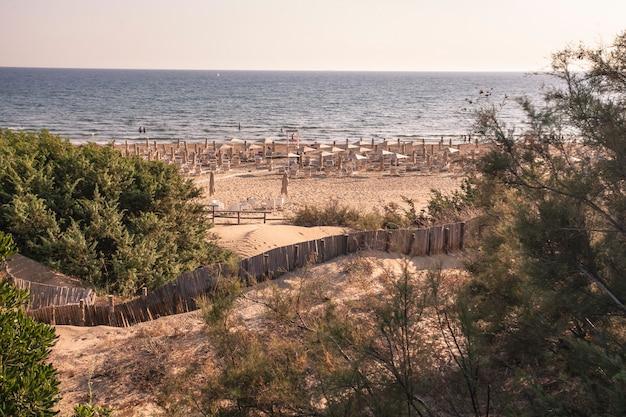 일몰 시간에 시칠리아의 모디카 해변