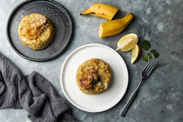 Мофонго, пюре из вареных бананов с мясом свинины, лук. пуэрто-рико. амазонская кухня, перу, куба, фуфу де платано, такахо