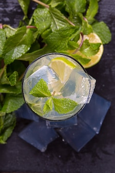 Mojito cocktail with lime and ice.