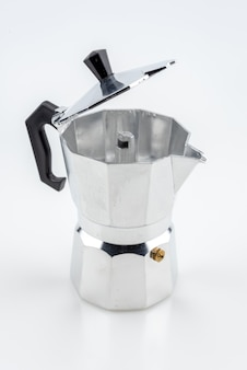 Кофейник mokapot на белом фоне