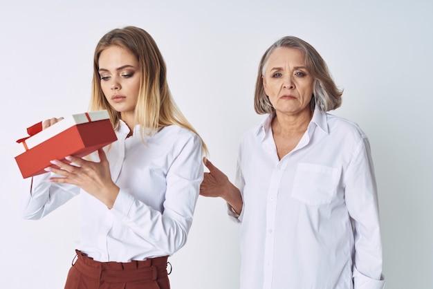 Мама и дочь подарок праздник образ жизни