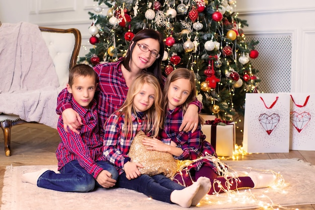 クリスマスにママと子供たちが一緒に