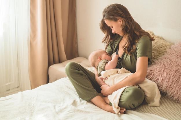 Mom and breastfeeding her baby Premium Photo