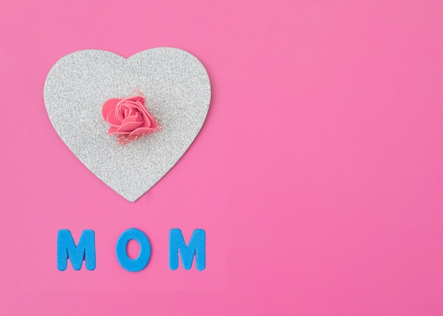 Mom inscription with paper heart and rose