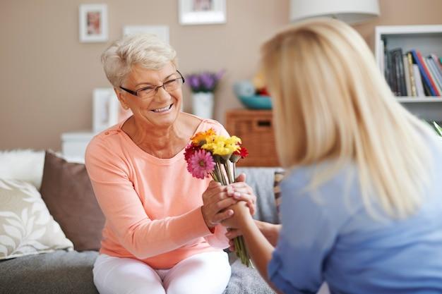 お母さん、この花はあなたのためです