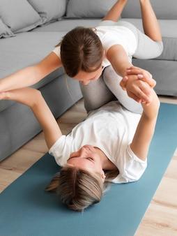 Мама с девочкой упражнения