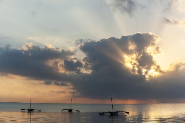 Момбаса, пляж, восход, африка, солнце, лодка, кения, восход солнца над индийским океаном