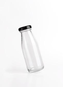 Moñ kup 흰색 배경에 투명한 빈 유리병 제품입니다.