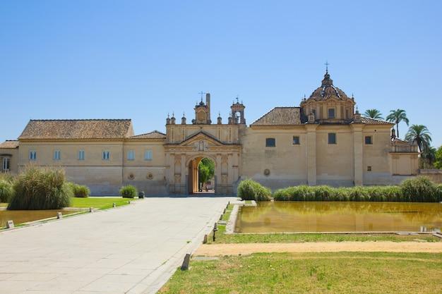 Монастырь картуха (картуха), бывшая фабрика по производству керамической плитки, севилья, испания