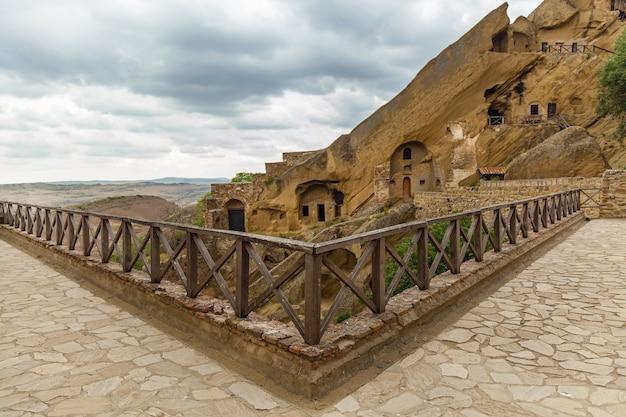 아제르바이잔과의 국경에 있는 조지아 카헤티에 있는 수도원 david goreji 대형 동굴 단지