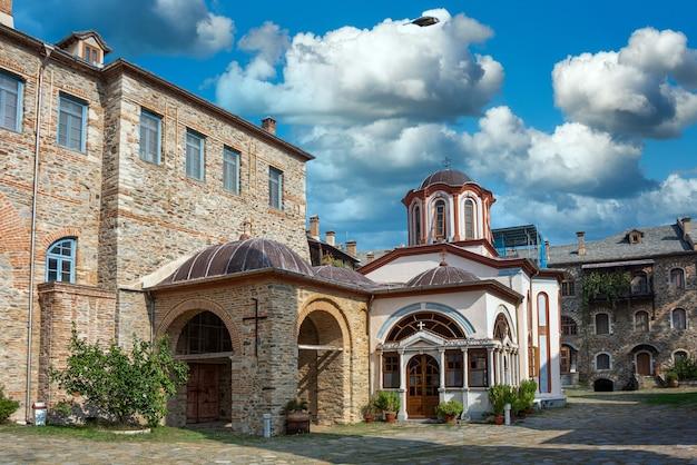 ギリシャ、ハルキディキのアトス山にあるイヴィロン修道院