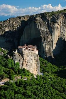 ギリシャのメテオラにあるrousanouの修道院